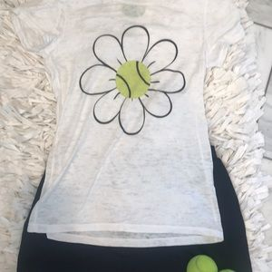 Tops - 🆕 super 💕cute white 🎾 Tennis T, Size Med